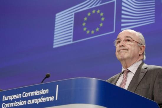 Joaquín Almunia, Vice-President of the EC in charge of Competition, gave a press conference yesterday on several decisions on State aids, adopted on the same day by the European Commission. He is obviously perplexed with his own decisions. (EC Audiovisual Services, 18/12/2013).