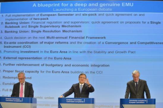 José Manuel Barroso, President of the European Commission (in the centre), Olli Rehn, Vice-President of the EC in charge of Economic and Monetary Affairs and the Euro (on the left), and Michel Barnier, Member of the EC in charge of Internal Market and Services, gave a joint press conference on the blueprint for a deep and genuine Economic and Monetary Union (EMU). (EC Audiovisual Services).