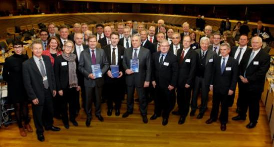 Family picture after the 3rd meeting of the High Level Expert Group on Key Enabling Technologies, with the participation of Antonio Tajani, Vice-President of the EC, and Johannes Hahn, Member of the European Commission. (EC Audiovisual services, 29/01/2014).