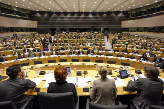 European Parliament. Committee on Economic and Monetary Affairs (ECON) meeting, on Eurozone banks supervision regime. Vote by a show of hands on the bank Single Resolution Mechanism and Fund. (EP Audiovisual Services 17/12/2013).