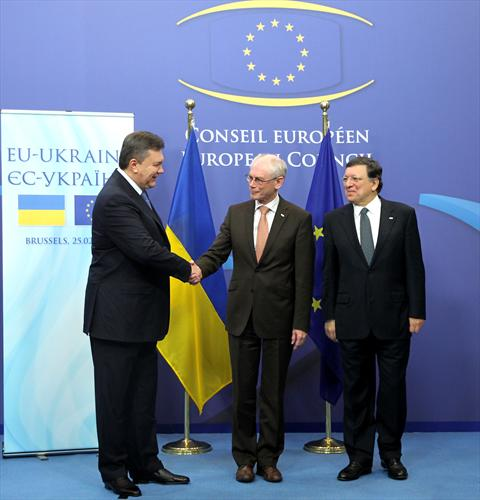 "EU-Ukraine Summit, 25/2/2013. Viktor Yanukovych, President of Ukraine, Herman Van Rompuy, President of the European Council, José Manuel Barroso, President of the European Commission. (""The Council of the European Union"" photographic library)."