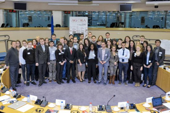 European Parliament. Family photo of the Citizens Agora on unemployment: Giving young people a say. (EP Audiovisual Services, 08/11/2013).