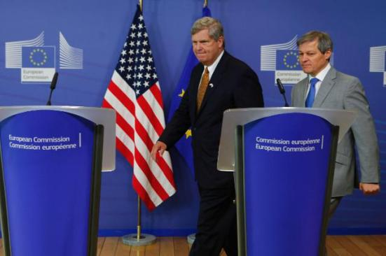 Dacian Cioloş, Member of the EC in charge of Agriculture and Rural Development and Tom Vilsack, US State Secretary for Agriculture, in the informal working dinner on the Transatlantic Trade and Investment Partnership (TTIP). (EC Audiovisual Services, 17/06/2014)