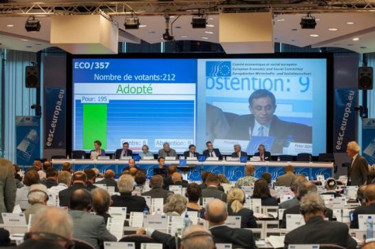 European Economic and Social Committee, 500th Plenary session of 9 and 10 July 2014. Voting procedure. (EESC Audiovisual Services).