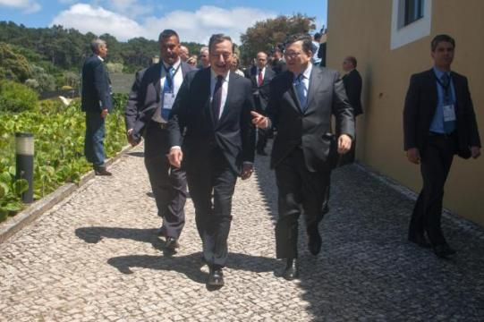 José Manuel Barroso, President of the European Commission, went to Sintra, in the Grande Lisboa subregion (Lisbon Region) of Portugal, where he participated in the European Central Bank (ECB) Forum on Central Banking (in the foreground, from left to right). (EC Audiovisual Services).
