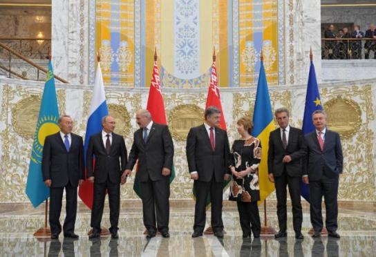 Group photo: Nursultan Nazarbayev, President of Kazakhstan, Vladimir Putin, President of Russia, Alexander Lukashenko, President of Belarus, Petro Poroshenko, President of Ukraine, Catherine Ashton, High Representative of the Union for Foreign Affairs and Security Policy and Vice-President of the EC, Günther Oettinger Vice-President of the EC in charge of Energy, and Karel De Gucht, Member of the EC in charge of Trade (from left to right). They all went to went to Minsk where they participated in a Forum between the Eurasian Customs Union, EU and Ukraine. The crisis in eastern Ukraine dominated the agenda, and Poroshenko called on the Forum to accept his peace plan for the country. The meeting focused on two areas: the economic aspects of the discussions between the different nations, especially between Russia and Ukraine and the role of the EU; and on the peace and security issues. (EC Audiovisual Services, 26/8/2014).