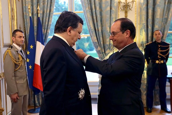 François Hollande, giving the French Legion of Honour to José Manuel Barroso at the Elysee Palace in Paris  (EC Audiovisual Services, 9/07/2014)