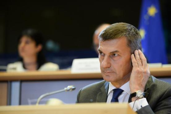 Hearing at the European Parliament of Andrus Ansip, Vice-President designate of the EC, in charge of Digital Single Market. Mr Ansip is trying to listen and understand the translation of the parlamanterian's comments and worries. Hopefully he will make it.