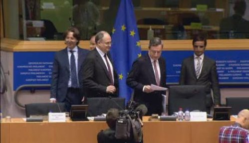 President of the European Central Bank (EBC) Mario Draghi (reading a document) met the European Parliament's economic committee to discuss ECB's perspective on economic and monetary developments. (EP Audiovisual Services, 17/11/2014).