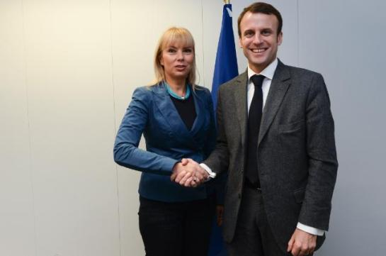 Mr Macron seems very happy thinking he has the blessings of the EU. Elżbieta Bieńkowska, Member of the EC in charge of Internal Market, Industry, Entrepreneurship and SMEs, received Emmanuel Macron, French Minister for Economy, Industry and Digital Sector earlier in November (EC Audiovisual Services, 6/11/2014)