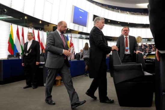 European Parliament President Martin Schulz walks to chair a vote at the plenary of the legislative on the European Banking Union. 7th Parliamentary Term in Strasbourg. (EP Audiovisual Services).