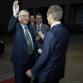 Hi 5 Donald! Jean-Claude Juncker seems very happy to meet his new pal. From left to right, Jean-Claude Juncker, President of the European Commission and Donald TUSK, President of the European Council at the 18-19 December EU Council in Brussels (European Council Audiovisual Services, 18/12/2014)