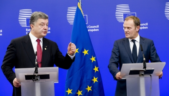 EU Heads of State and Government meet at the European Council on 12 February 2015, in Brussels. The main topics are the conflict in Ukraine, counter terrorism and the economic situation. From left to right: Mr Petro POROSHENKO, President of Ukraine; Mr Donald TUSK, President of the European Council. (European Council TV newsroom, 12/02/2015)