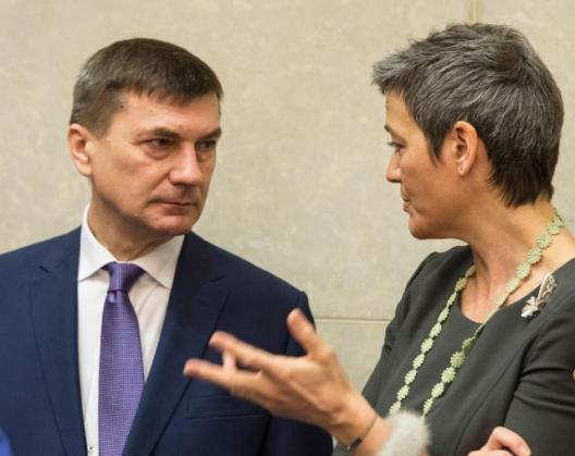 """How on earth did you think that the national telcos would take all that risk without any reassurance plan?"" This should probably be the question of Mrs Vestager to Mr Ansip today during the weekly meeting of Juncker's College of Commissioners. From left to right, Andrus Ansip, Vice-President of the EC in charge of Digital Single Market and Margrethe Vestager, Member of the EC in charge of Competition (EC Audiovisual Services, 25/03/2015)."