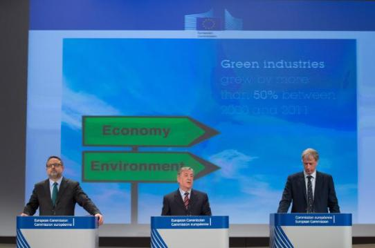 Joint press conference by Karmenu Vella, Member of the EC in charge of Environment, Maritime Affairs and Fisheries and Hans Bruyninckx, Executive Director of the European Environment Agency (EEA) on the presentation of the 'European environment - state and outlook 2015' report. From left to right, Enrico Brivio, Karmenu Vella and Hans Bruyninckx (EC Audiovisual Services, 3/03/2015)