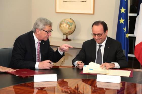 """You got to look for some more money to chip in my Investment Fund"", Mr Juncker would be probably saying here to Francois Hollande. From left to right,  Jean-Claude Juncker, President of the European Commission and Francois Hollande, President of France in a meeting in Spain earlier this month (EC Audiovisual Services, 04/03/2015)."