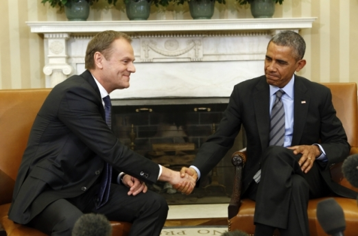 Donald Tusk, President of the European Council meets with Barack Obama, President of the United States of America at the Oval office of the White House. Obviously Tusk happily agrees here with what Obama just said. This is not true however for many other EU leaders. (European Council – Council of the European Union Audiovisual Services, photo by Yuri Gripas Shoot location: Washington – United States, Shoot date: 09/03/2015).