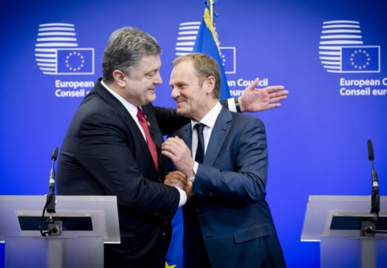 European Union Heads of State and Government met at the European Council on 12 February 2015, in Brussels. The main topic were the conflict in Ukraine, counter terrorism and the economic situation. From left to right: Petro Poroshenko, President of Ukraine, Donald Tusk, President of the European Council. (European Council – Council of the European Union Audiovisual Services, Shoot location: Brussels – Belgium, Shoot date: 12/02/2015).