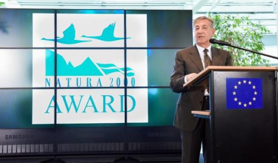 Karmenu Vella, Member of the EC in charge of Environment, Maritime Affairs and Fisheries, presented the trophies to the winners of the Natura 2000 competition, during a ceremony organised in Brussels. (EC Audiovisual Services, 21/05/2015)