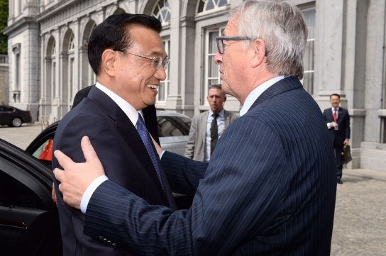 EU President Juncker welcomes the Chinese Premier Li Keqiang at the entrance of Egmont Palace in Brussels (BUSINESSEUROPE, 29/06/2015)