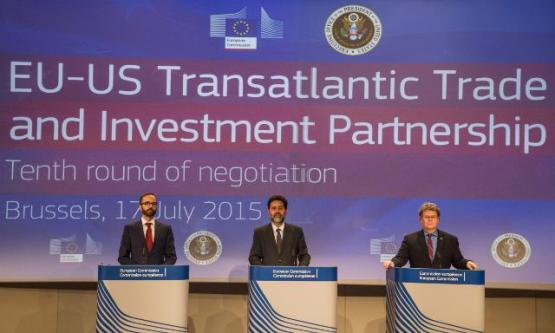 Daniel Rosario, EC's Spokesperson for Agriculture and Rural Development; and Trade, Ignacio Garcia Bercero and Dan Mullaney (from left to right) at Tenth round of EU/United States negotiations on Trade and Investment, Brussels, 13-17/07/2015 (EC Audiovisual Services, 13/07/2015).