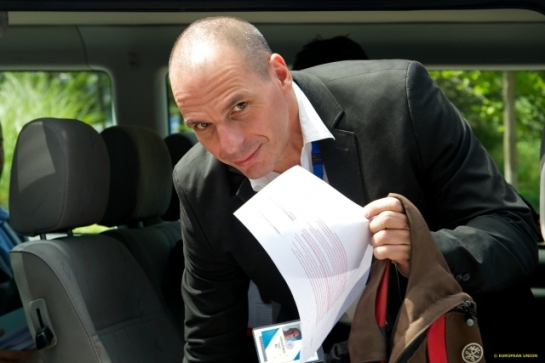 Yanis is having a tough time in holding both his back pack and this one paper at the same hand. This paper would seem to be part of the then draft agreement edited and highlighted. The reason Mr Varoufakis is joggling with one back pack and one paper at the same hand is obviously to get even more media attention. The move had certainly its semantics, at least for the the holder, and shows how Mr Varoufakis speaks the media language. Yanis Varoufakis is the Former Finance Minister of Greece and currently member of the Greek Government and Parliament (TV Newsroom Consilium, 25/06/2015)