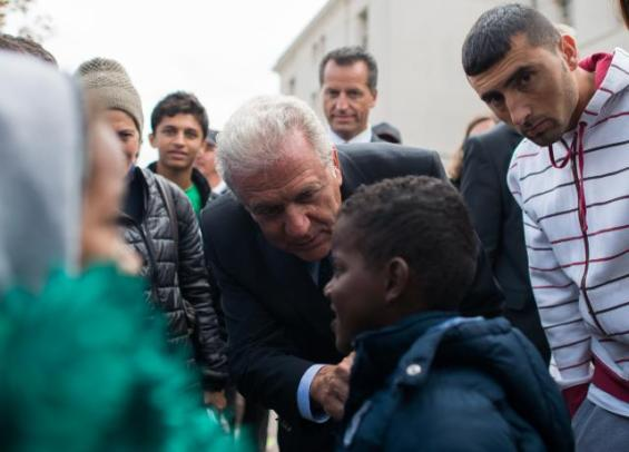 Visit by Dimitris Avramopoulos, Member of the EC in charge of Migration, Home Affairs and Citizenship to Austria. Dimitris Avramopoulos visits a medical station at the refugee camp in Traiskirchen.