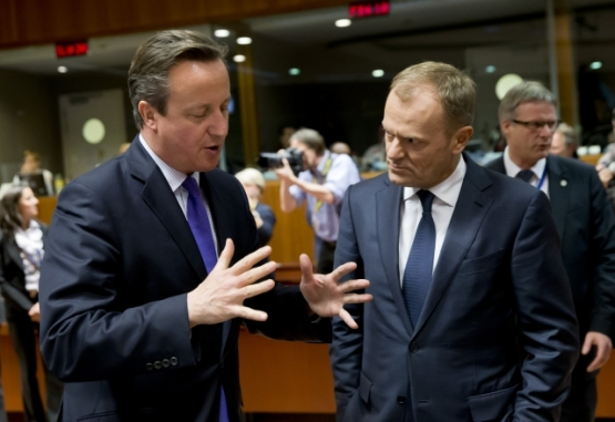 """""""I will open pandora's box with my bare hands and then BOOM!"""", Mr Cameron might as well be saying to Donald Tusk. Photo taken from the last EU Council on 15-16 October 2015. From left to right: Mr David CAMERON, UK Prime Minister; Mr Donald TUSK, President of the European Council (European Council TVNewsroom, 15/10/2015)."""