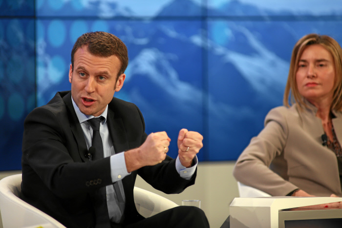 Wef Davos 2016 Live We Need More Schengen But Reinforce Control France S Minister Of Economy Emmanuel Macron Emphasises From Davos The European Sting Critical News Insights On European Politics