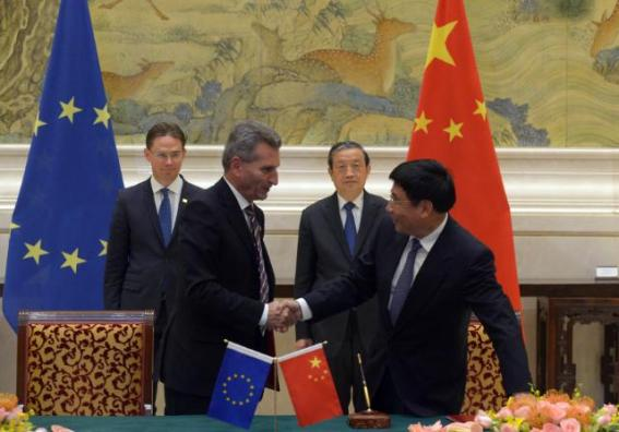 End of the signing ceremony of an EU/China key partnership on 5G: handshake between Miao Wei, Chinese Minister for Industry and Information Technology, on the right, and Günther Oettinger, Member of the EC in charge of Digital Economy and Society, 2nd from the left, in the presence of Ma Kai, Chinese Vice-Premier, 2nd from the right, and Jyrki Katainen, Vice-President of the EC. Date: 28/09/2015. Location: Beijing - Diaoyutai State Guesthouse. © European Union, 2015 / Source: EC - Audiovisual Service / Photo: Olli Geibel.
