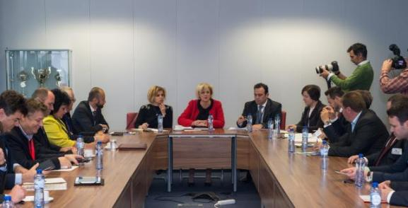 Corina Creţu, Member of the European Commission in charge of Regional Policy (in the center), received a group of Members of the Committee of the Regions (CoR). Location: Brussels - EC/Berlaymont. © European Union, 2015 / Source: EC - Audiovisual Service / Photo: Lieven Creemers.
