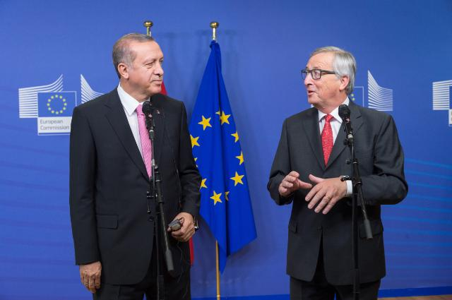 Jean-Claude Juncker, President of the European Commission (on the right), received Recep Tayyip Erdoğan, President of Turkey at Commission headquarters in Brussels. At that time the issue was to assist the country in managing the situation of a very large influx of refugees and preventing irregular migratory flows from Turkey to the EU. Date: 05/10/2015. Location: Brussels - EC/Berlaymont.