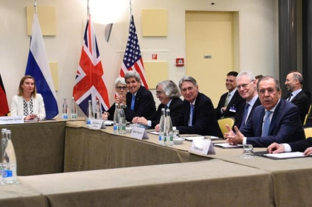 Spring 2015, Nuclear negotiations in Lausanne. From left to right: Federica Mogherini, High Representative of the European Union for Foreign Affairs and Security Policy, John Kerry US Secretary of State, Philip Hammond, then Brithish Foreign Minister and Sergeï Lavrov, Russian Foreign Minister. (European Council – Council of the European Union Audiovisual Services. Shoot location: Lausanne, Shoot date: 29/03/2015).