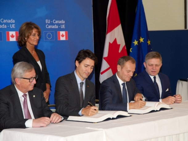 From left to right: Mr Jean-Claude JUNCKER, President of the European Commission; Mr Justin TRUDEAU, Canadian Prime Minister; Mr Donald TUSK, President of the European Council; Mr Robert FICO, Slovak Prime Minister. Location: Brussels - BELGIUM Date: 30/10/2016 Copyright: European Union Source: EC – Audiovisual Service
