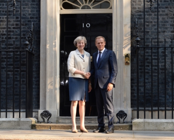 theresa-may-daniel-tusk-2016-downing-street
