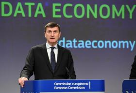 Andrus Ansip, Vice-President of the EC in charge of Digital Single Market, and Vĕra Jourová, Member of the EC in charge of Justice, Consumers and Gender Equality, gave a joint press conference on Digital Single Market. Date: 10/01/2017   Reference: P-033391/00-11   Location: Brussels - EC/Berlaymont. © European Union , 2017   /  Source: EC - Audiovisual Service   /   Photo: François Walschaerts.