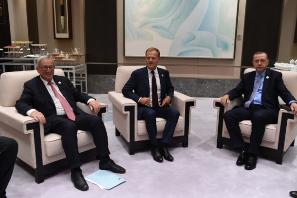 Bilateral meeting European Union-Turkey at the G20 Summit in China. From left to right: Jean-Claude Junker, President of the European Commission, Donald Tusk, President of the European Council and Recep Tayyip Erdogan, Turkish President. Shoot location: Hangzhou – China. Shoot date: 04/09/2016. Copyright: European Union.