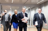 European Central Bank Press Conference - 14 December 2017. Mario Draghi, President of ECB (in the middle) and Vítor Constâncio, Vice-President of ECB (on the right), walk towards the Conference room. (ECB audiovisual services, some rights reserved).