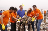 Erik Solheim, Head of UN Environment, participates in the largest beach clean-up in history at Versova Beach Clean-Up in Mumbai, India. (C) RedBox Filmers