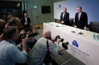 Photographers aim their cameras at ECB President Mario Draghi, who is about to start his Press Conference of Thursday 8 March. Markets loving news groups will use the photos for their own purposes. (ECB Audiovisual Services, some rights reserved).