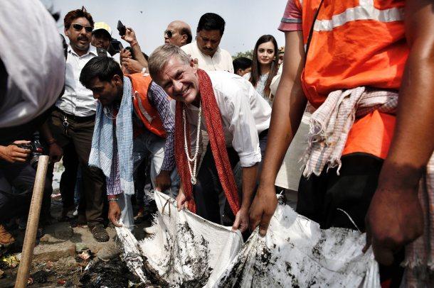 Erik Solheim India Plastic Pollution Beach
