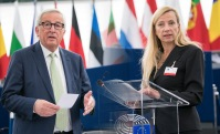 Commission President Juncker and Minister Juliane Bogner-Strauß, representing the Austrian Presidency© European Union 2018 - EP