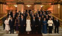 The two presidential couples of China and US siding the G20 host, Argentinian president Mauricio and Madame Macri. Family photo from the G20 Summit in Buenos Aires, 30/11 and 1/12/2018. G20 photo, some rights reserved.