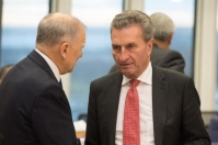 Günther Oettinger, on the right, and Vytenis Andriukaitis © European Union , 2018 / Source: EC - Audiovisual Service