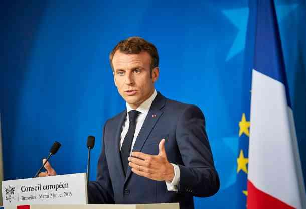 Macron 19